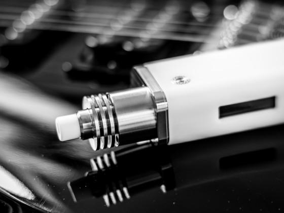 In'Ax auf Penon auf Gitarre